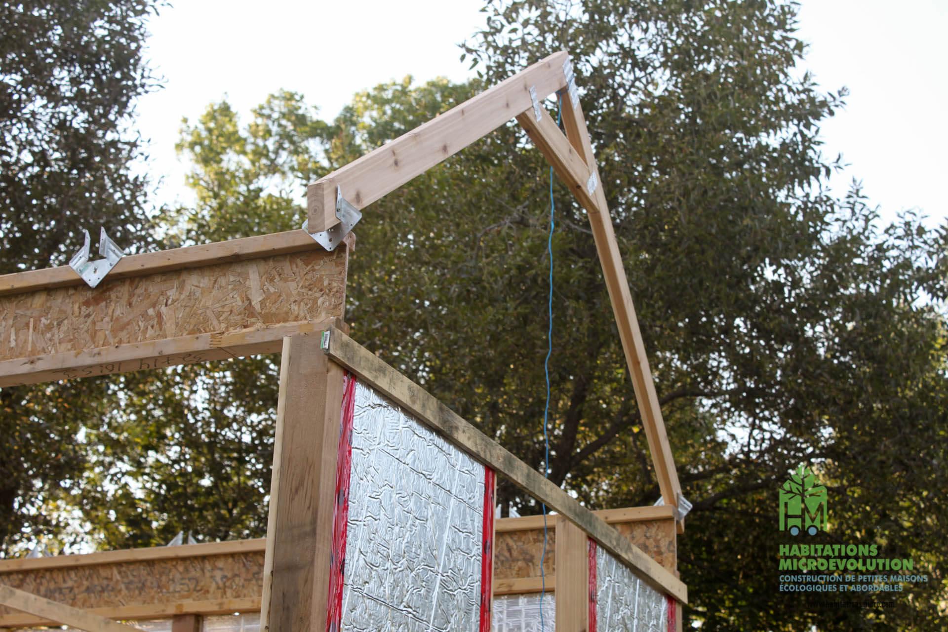 Première ferme de toit installée